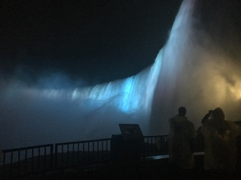 Journey Behind the Falls_s.jpg